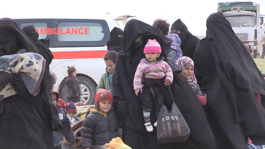 صدها غیرنظامی سوری به مرکز صحرایی کمکهای پزشکی منتقل شدند