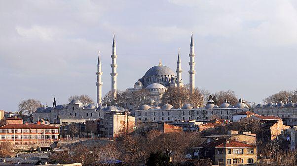 Süleymaniye'de çevre yenilemesi: Tarihi eserler yıkılıp yeniden yapılabilir mi?