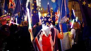 Brexit: Κοινοβουλευτική στήριξη στη νέα στρατηγική Μέι