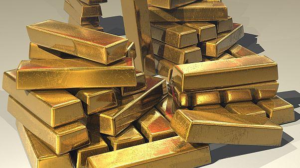 Россиянка пыталась вывезти в Китай 2 кг золота, примотав слитки к ступням