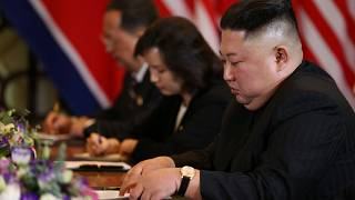 Nordkoreas Machthaber Kim Jong Un bei einer Pressekonferenz in Hanoi.