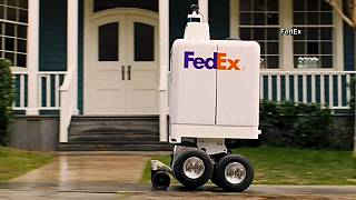 شاهد: روبوت لإيصال طرود البريد إلى المنازل