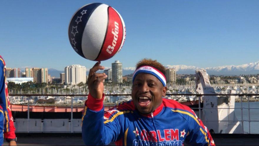 ویدئو؛ بسکتبال نمایشی و کمدی با رقص و موسیقی