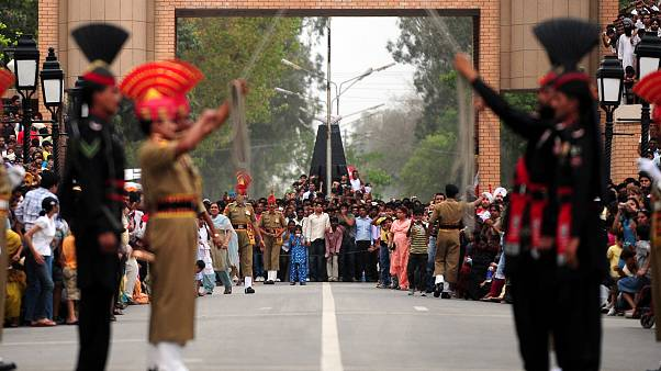 Hindistan-Pakistan sınırı nöbet değişim