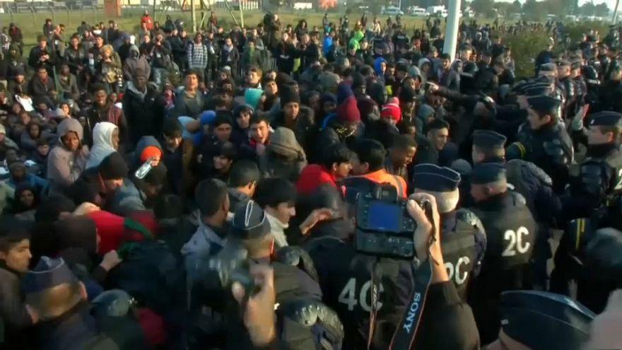 """La France condamnée pour le """"traitement dégradant"""" d'un mineur isolé à Calais"""