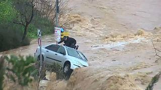 Jerusalem: Sturzflut überrascht Mann im Auto