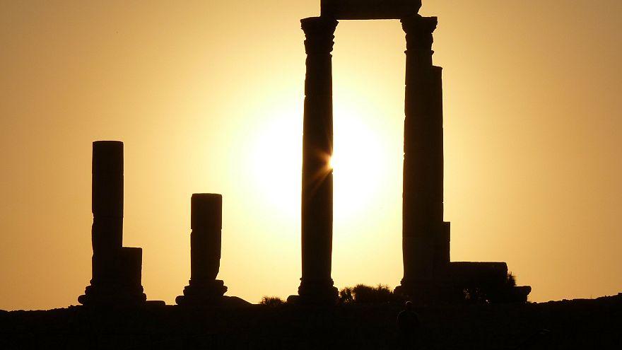فرنسا تمنح الأردن مليار يورو في صورة منح وقروض