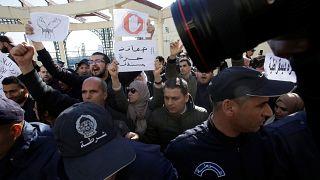 Власти Алжира задержали более 40 журналистов за акцию протеста