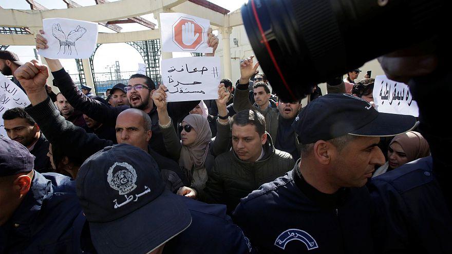 Újságírókat tartóztattak le Algériában