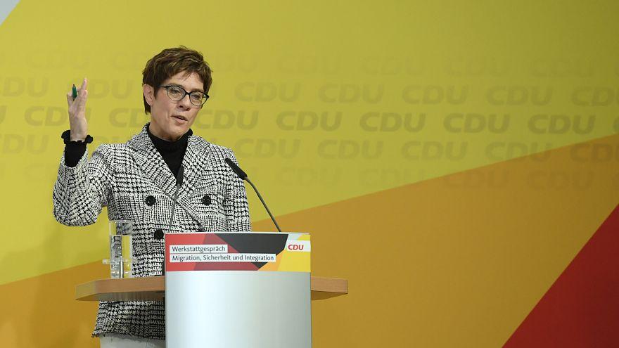 زعيمة الحزب الحاكم بألمانيا تنتقد الاشتراكيين بشأن حظر الأسلحة للسعودية