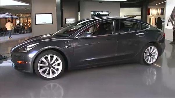 Tesla переводит в онлайн продажу Model 3