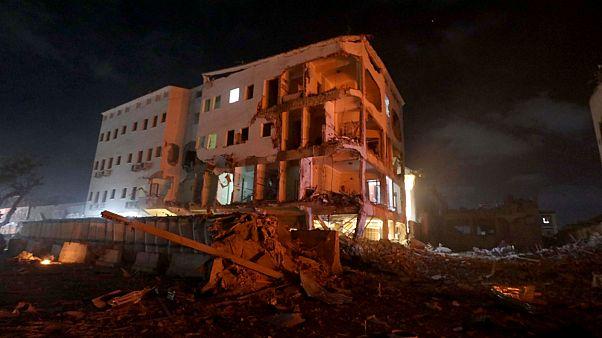 29 قتيلا على الأقل وأكثر من 80 جريحا في تفجير انتحاري بالصومال