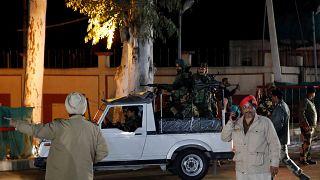 Átadta Indiának Pakisztán a pilótát, akinek gépét lelőtték