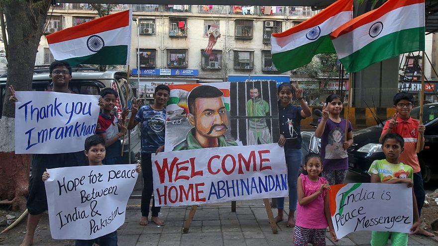 Пакистан передал Индии пленённого пилота