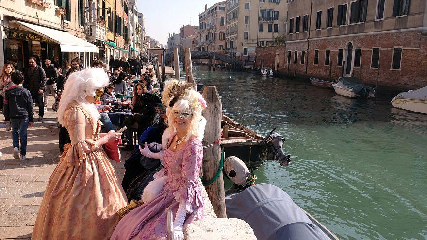 Venedig: Mummenschanz und Eintrittsgeld-Diskussion