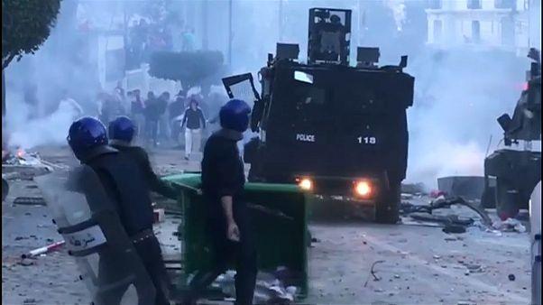 من مواجهات بين الشرطة ومحتجين في الجزائر