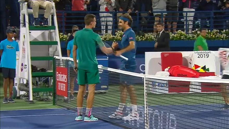 Tennis: Federer approda in finale a Dubai
