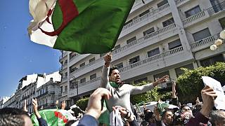درگیری پلیس با تظاهرکنندگان درالجزایر دهها زخمی برجای گذاشت