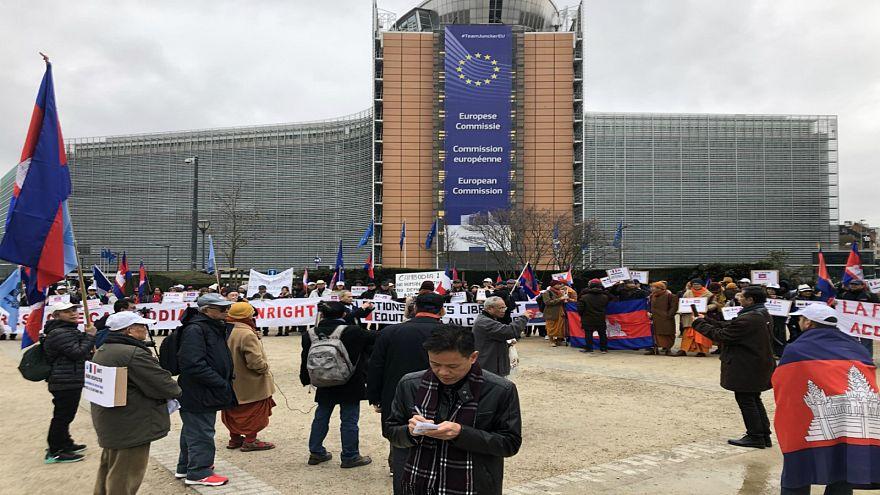 بروكسل: اعتصامٌ للكمبوديين أمام المفوضية الأوروبية لفرض عقوبات على نظام بنوم بنه