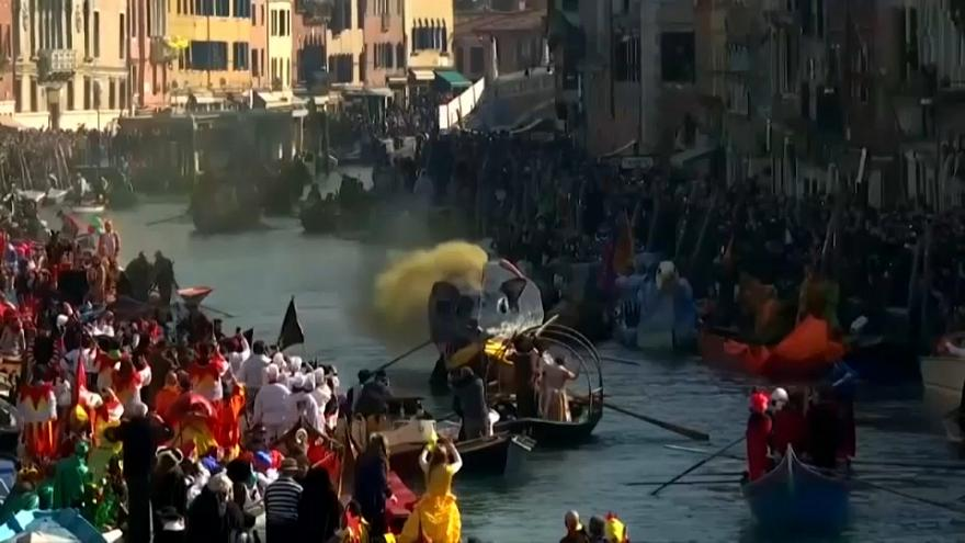 """Por primera vez en Carnaval, Venecia cobra una tasa a los 'turistas de un día"""""""