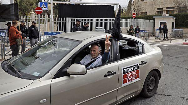 خودروهای «پرچم مشکی» خواستار کنارهگیری نتانیاهو شدند