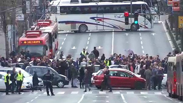 Elégedetlen sofőrök zártak le utcákat Belgrádban
