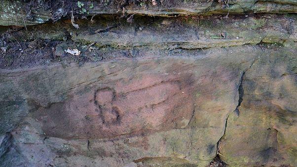 İngiltere'de Hadrian Duvarı yakınlarında 1800 yıllık penis çizimleri bulundu