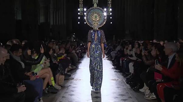 A moda e as máscaras de Manish Arora, em Paris