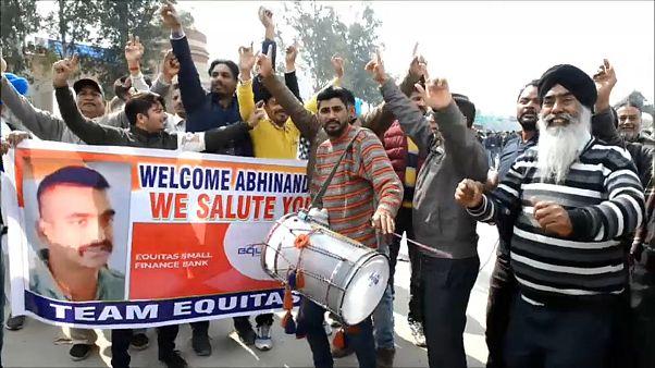 Jubel in Indien: Pakistan lässt Kampfpiloten frei