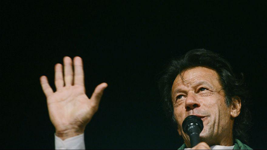 دهها هزار پاکستانی خواستار اهدای جایزه صلح نوبل به عمران خان شدند