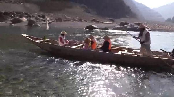 Riverboat piligrimage heralds arrival of spring in western Japan