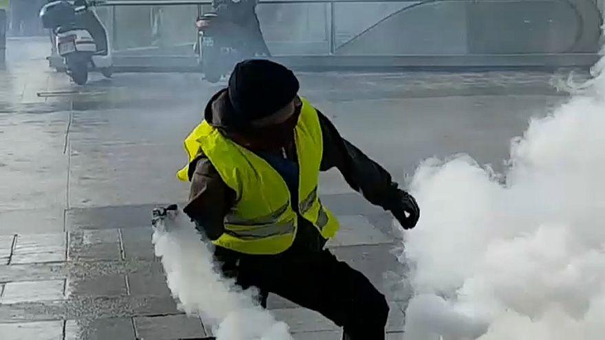 صورة لأحد محتجي السترات الصفراء في مدينة ليون