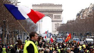 Franciaország: ez már a 16. hétvége - tüntetnek a sárgamellényesek