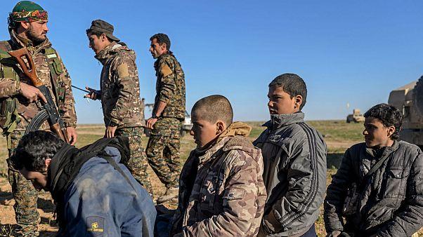 مردان و پسرانی که به اتهام عضویت در داعش دستگیر شدهاند