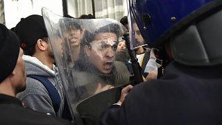 مردم الجزایر به چه اعتراض میکنند؟