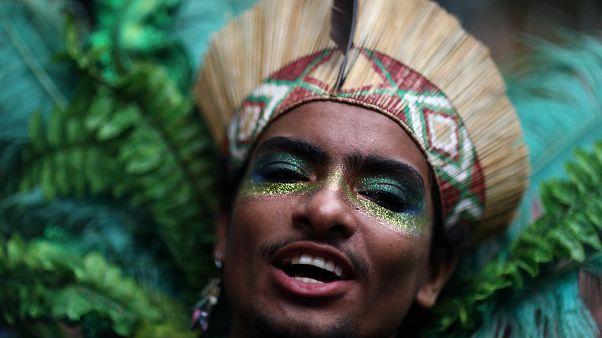 Rio Karnavalı'nda Bolsonaro'ya kıyafetli 'yolsuzluk' göndermesi