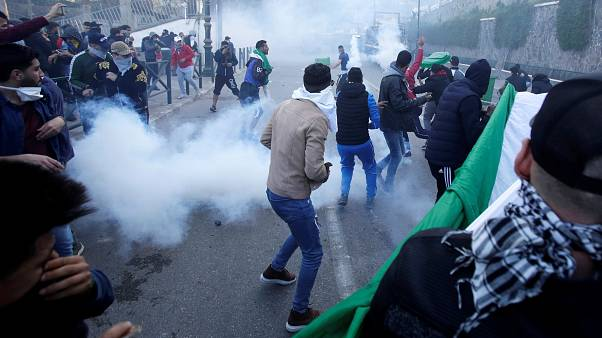 One dead as protesting Algerians call on Bouteflika to step down