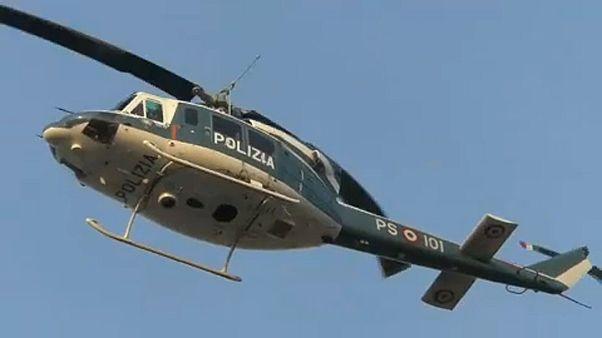 Olasz rendőrségi helikopter az elfogás helyszíne fölött