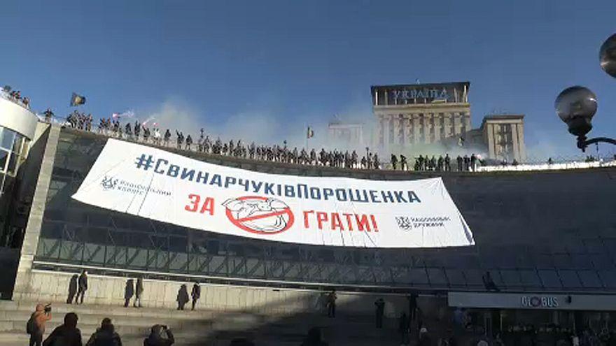 Óriási molinó Porosenko ellen Kijevben