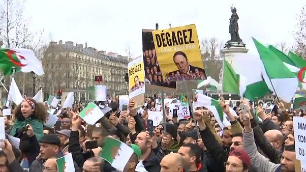 Miles de argelinos piden el fin de la era de Buteflika