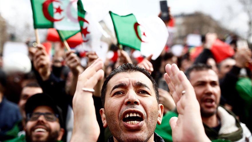 Jovens argelinos contra candidatura de Bouteflika