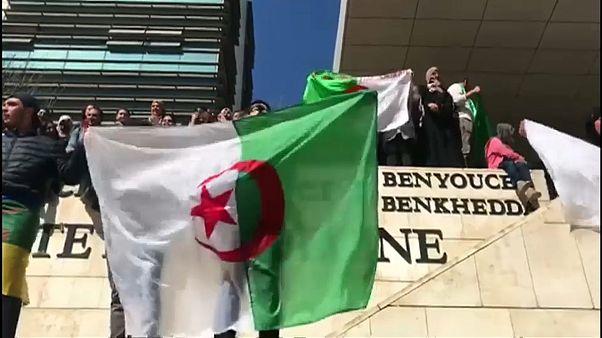 Apresentada candidatura de Abdelaziz Bouteflika