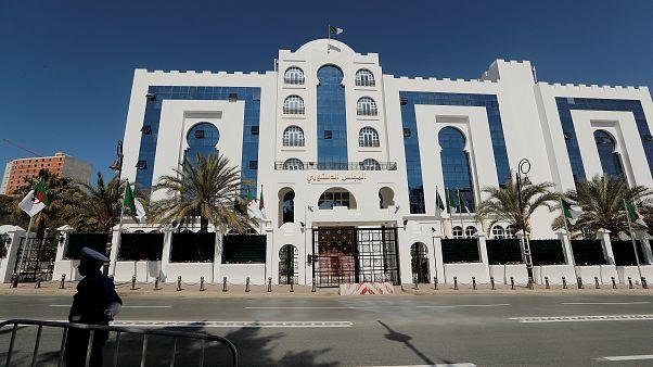 Bouteflika promet une présidentielle anticipée où il ne sera pas candidat (TV algérienne)