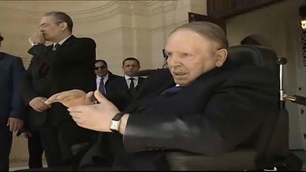 Algéria: eldőlt, Buteflika újra indul az elnöki székért