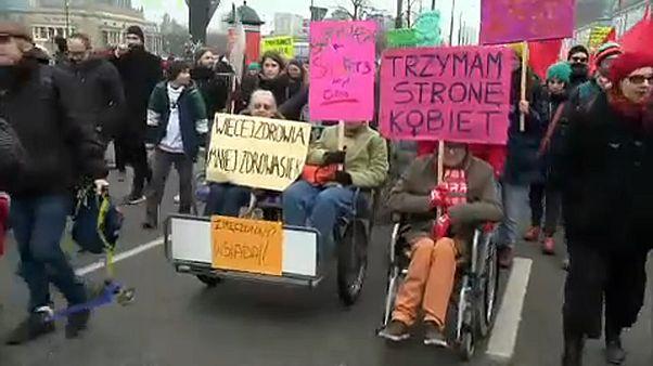 Az erőszak ellen tüntettek Varsóban