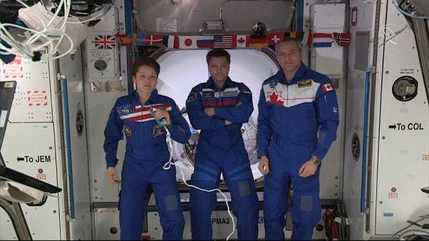 Crew Dragon acopla com sucesso à Estação Espacial Internacional