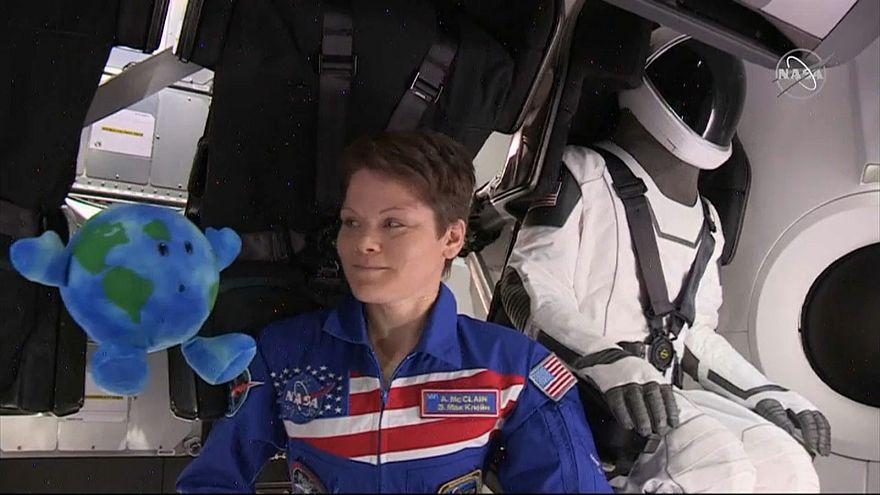 "27-Stunden-Flug: ""Crew Dragon"" befördert ""Ripley"" zur ISS"