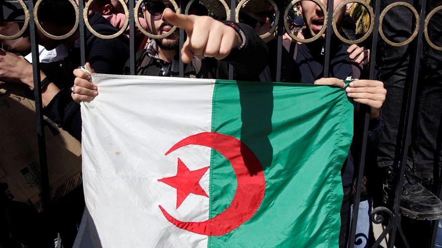 طلاب يحتجون على ترشيح عبد العزيز بوتفليقة لولاية خامسة