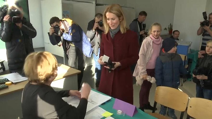 Kaja Kallas, líder del Partido Reformista, acude a votar