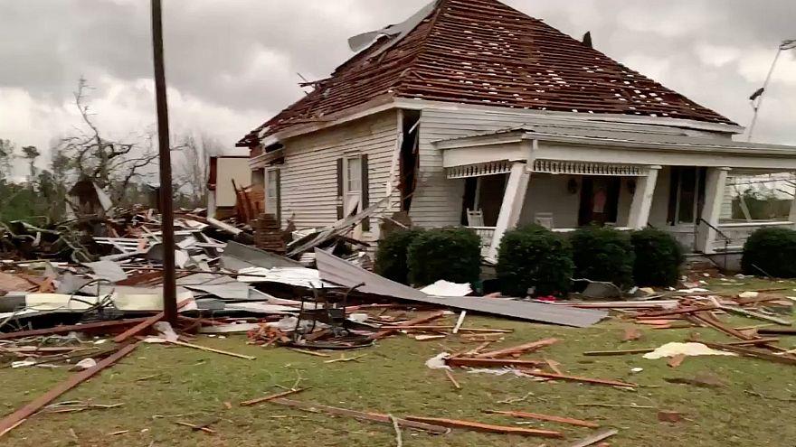 Un tornado deja al menos 23 muertos en Estados Unidos